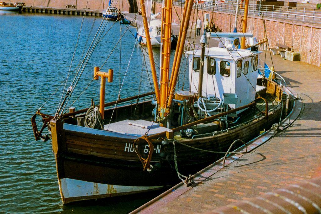 boat-coast-daylight-417042